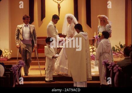 Round Rock, Texas: Hochzeitskemonie in der katholischen Kirche. * ©Bob Daemmrich / - Stockfoto