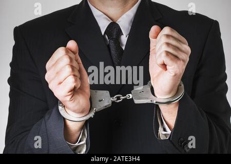Stellvertreter mit Handschellen, Nahaufnahme. Konzept zum Thema Festnahme wegen Korruption - Stockfoto