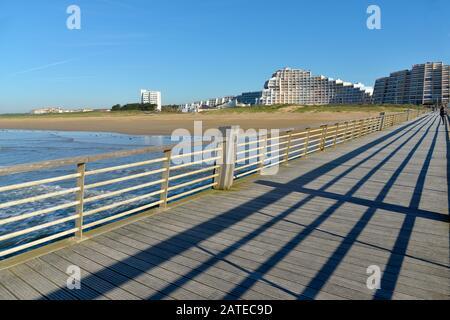 """Saint-Jean-de-Monts vom Pier aus gesehen, eine Gemeinde im Departement Vendée in der Region """"Pays de la Loiré"""" in Westfrankreich. - Stockfoto"""