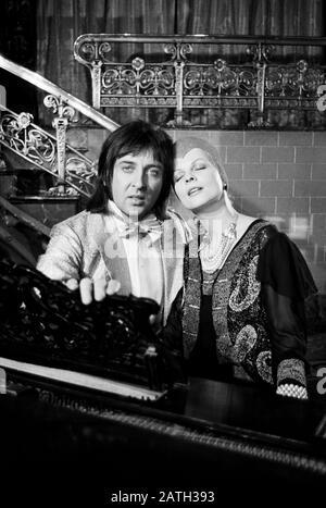 """Die Les Humphries Singers, internationale Gesangsgruppe, in Hamburg, Deutschland um 1970. Internationale Musik- und Gesangsgruppe """"The Les Humphries Singers"""" um 1970 in Hamburg. - Stockfoto"""