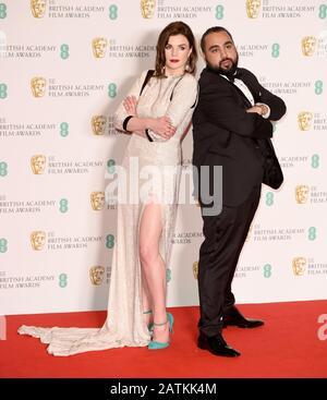 Foto Muss Gutgeschrieben werden ©Alpha Press 079965 02.02.2020 Aisling Bea und Asim Chaudhry bei den EE BAFTA British Academy Film Awards 2020 In Der Royal Albert Hall In London - Stockfoto