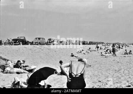 Summer Sands Beach Szene am New Beach, dem beliebtesten Strand in der Nähe von Provincetown. Der regelmäßige Busverkehr macht diesen Strand leicht zugänglich. August 1940 - Stockfoto