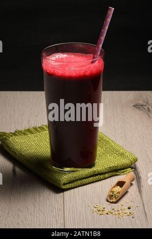 Rohe Organische Rüben Smoothie Mit Hemp - Stockfoto