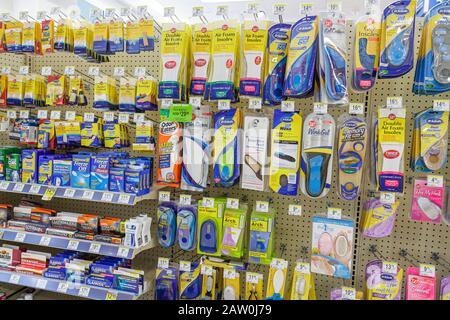 Miami Beach Florida Walgreens Produktanzeige Drogerie Apotheke Retail-Verpackung konkurrierende Marken zum Verkauf - Stockfoto