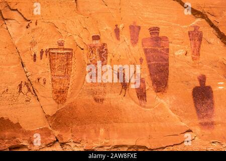Barrier Canyon Style Piktogramme auf große Galerie, Horseshoe Canyon, Canyonlands National Park, Utah, USA - Stockfoto