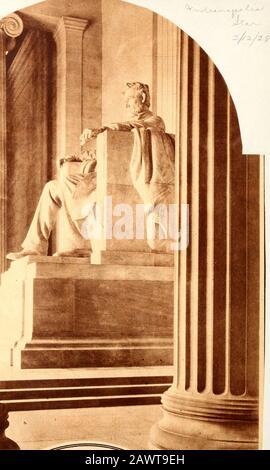 Statuen des Abraham Lincoln Memorial . LINCOLN MEMORIAL. Blick durch die Säulen des Lincoln Me- morial in Washington, das die Mekka des patriotischen Pilgers < sein wird? <am nächsten Samstag zu Ehren des 118. Jahrestages der Geburt der großen Märtyrer.f ~tl * . ________^________ ., Atape -?. H Daniel Chester French d Sculptor LINCOLN MEMORIAL STATUE Washington, D. C. Henry Bacon Architect - Stockfoto