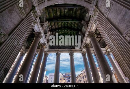 ROM, Italien - 1. Juni 2019 - Das Innere des Pantheons in Rom, Italien.