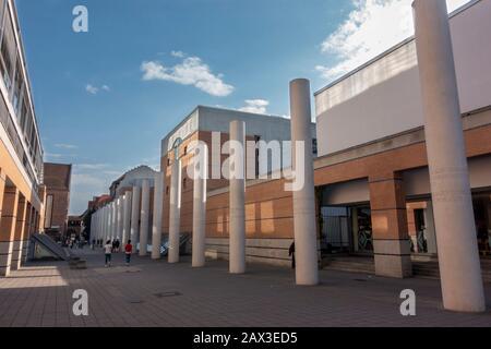Universelle Erklärung der Menschenrechte, die auf Säulen in der Straße der Menschenkasse, Nürnberg, Bayern, Deutschland, eingetragen ist. - Stockfoto