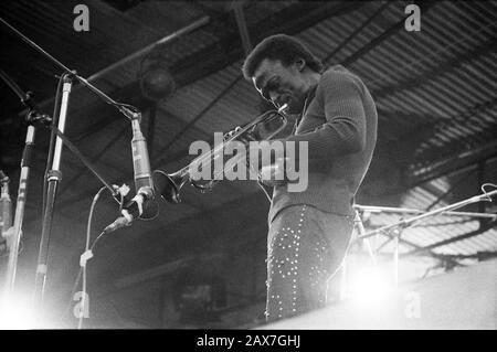 Miles Davis auf dem berühmten Insel Wight Festival im Jahr 1970 wird geschätzt, dass zwischen 600 und 700.000 Menschen besucht haben. Samstag, 29. August 1970 - Stockfoto
