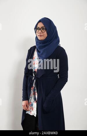 Portrait Teenager-Mädchen mit Hijab - Stockfoto