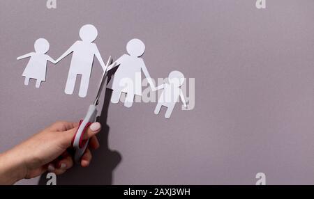Dysfunktionale Familie, Scheidungsurteil kaputt Hauskonzept. - Stockfoto