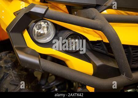 Schwarz-gelb leistungsstarkes Quad Bike Nahaufnahme - Stockfoto