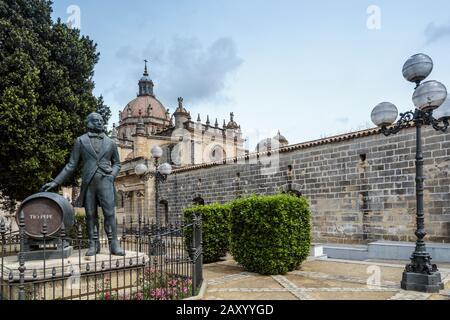 Denkmal für Manuel Maria Gonzalez (Gründer von Gonzalez Byass Sherry Tio Pepe einschließlich), Jerez De La Frontera, Provinz Cadiz, Andalusien, Spanien - Stockfoto