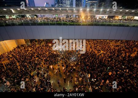 Hongkong, China: 16. Juni 2019. Demonstranten auf der Harcourt Road Admiralität und den Übergängen.Der protestmarsch in Hongkong gegen den Auslieferungsbi - Stockfoto