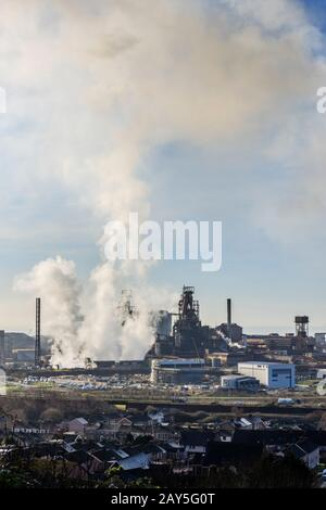 Port Talbot Steel Works emittiert Wolken aus dem Dampf Port Talbot Swansea Glamorgan Wales