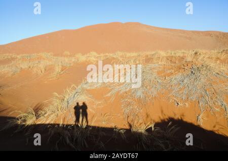 Zwei in der Wüste von Namib