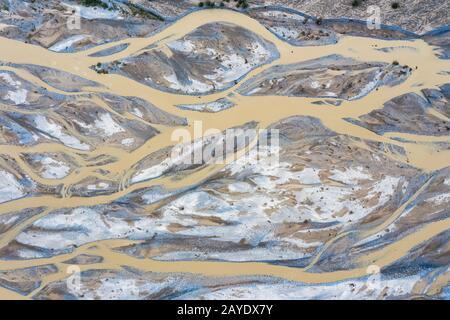 Luftansicht des kunlun Flusses, Hintergrund der Textur am Flussbett - Stockfoto