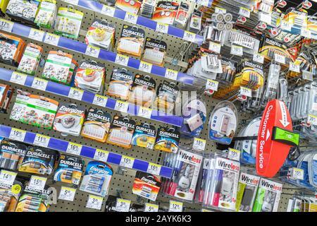Miami Beach Florida Walgreens Apotheke Drogerie Verpackung Einzelhandelsumsätze für Verkauf Einzelhandel anzeigen Batterien - Stockfoto