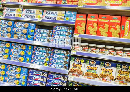 Miami Beach Florida Walgreens Apotheke Drogerie Verpackung Einzelhandel konkurrierende Produkte Vertriebsmarken für den Verkauf Einzelhandel anzeigen cooki - Stockfoto