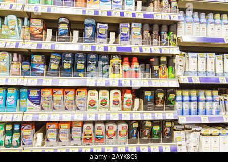 Miami Beach, Florida Walgreens Apotheke Drogerie einkaufen Verpackung retail Regal Regale Anzeige Produkte für den Verkauf Deodorant - Stockfoto