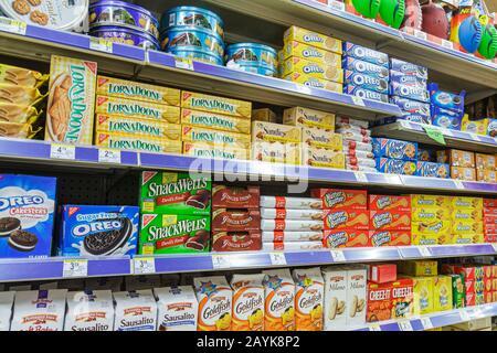 Miami Beach Florida Walgreens Apotheke Drogerie einkaufen Verpackung Display Verkaufsregal Regale Produkte für Verkauf cookies - Stockfoto