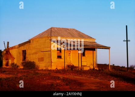 """Old Disusied Shack in einer ehemaligen Goldrausch-""""Geisterstadt"""" von Cue, Western Australia - Stockfoto"""