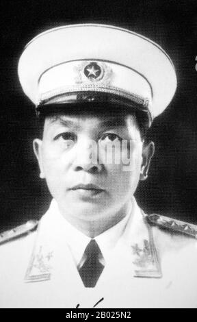 VO Nguyen Giap (vietnamesisch: Võ Nguyên Giáp) geboren am 25. August 1911, gestorben 4. Oktober 2013, war ein vietnamesischer Offizier in der   Und Politiker. Er war Hauptkommandeur in zwei Kriegen: Dem Ersten Indochinakrieg (1946-1954) und dem Zweiten Indochinakrieg (1960-1975). Er nahm an folgenden historisch bedeutsamen Kämpfen Teil: Lạng Sơn (1950); Hòa Bình (1951-1952); Điện Biên Phủ (1954); Tết-Offensive (1968); Nguyên Huế-Offensive (im Westen als Osteroffensive bekannt) (1972); und die letzte Hồ Chí-Minh-Kampagne (1975). Er war auch Journalist, Innenminister - Stockfoto