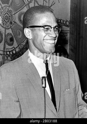 Malcolm X (* 19. Mai 1925; † 21. Februar 1965), geboren als Malcolm Little und auch bekannt als el-Hajj Malik el-Shabazz, war ein US-amerikanischer muslimischer Minister und Menschenrechtsaktivist. Seinen Verehrern gegenüber war er ein mutiger Verfechter der Rechte der Schwarzen, ein Mann, der das weiße Amerika unter härtesten Bedingungen wegen seiner Verbrechen gegen schwarze Amerikaner beschuldigte; Kritiker warfen ihm vor, Rassismus und Gewalt zu predigen. Er wurde als einer der größten und einflussreichsten Afro-Amerikaner der Geschichte bezeichnet. - Stockfoto