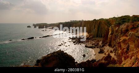 Panorama: Praia de Sao Rafael, Algarve, Portugal - Stockfoto