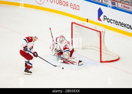 Podolsk, RUSSLAND - 25. JANUAR 2020: Ilja Konowalow (32) trainiert im Eishockeyspiel Vityaz gegen Lokomotiv in der russischen KHL-Meisterschaft in Podolsk. Lokomotiv gewann 5:2 - Stockfoto