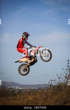 Cardiff, GROSSBRITANNIEN, 5. Februar 2020. MOTOX rast am Vorgeschienenweg hinunter. Kredit: Megan Ellis - Stockfoto