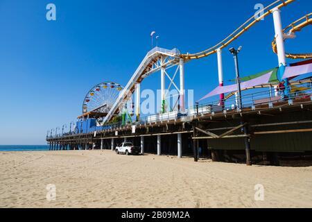 Große Rad- und Achterbahn-Vergnügungen am Santa Monica Pier, Los Angeles, Kalifornien, Vereinigte Staaten von Amerika
