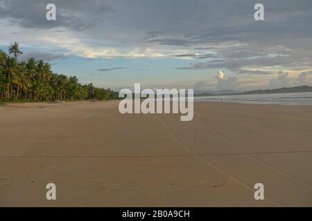 San Vicente Island, ist eine aufstrebende Ferienresortstadt in Palawan. Touristen besuchen die noch unterentwickelten Gebiete für die Strände und das Meeresleben. - Stockfoto