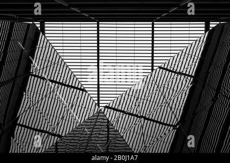 Mehr London Riverside Building abstrakte Architektur Perspektive aus der Perspektive von Spiegelglas als surreal symmetrische Komposition