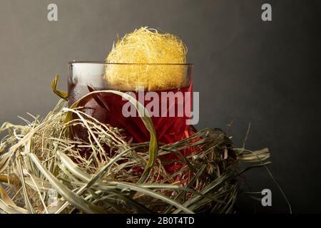 Feuerball Whiskycocktail in ein Nest gewickelt - Stockfoto