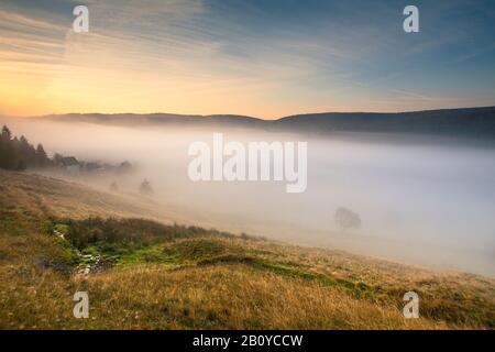 Blick auf das Tal bei Scheibe-Alsbach am Morgen, Neuhaus am Rennweg, Kreis Sonneberg, Thüringer Wald, Thüringen, Deutschland, - Stockfoto