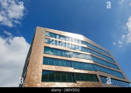 Moderne, urbane Architektur, kupferfarbene Fassade, große Elbstraße, Neumühlen, Stadtteil Mitte, Hamburg, Deutschland, - Stockfoto