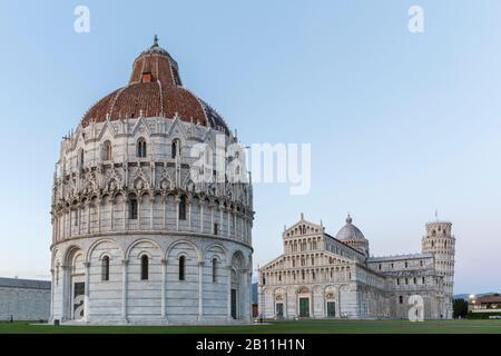 Baptisterium, Kathedrale Santa Maria Assunta und Campanile, Schiefer Turm von Pisa, Piazza del Duomo, Pisa, Toskana, Italien - Stockfoto