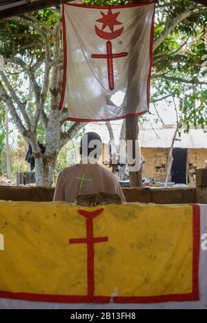 Heimliche Kirche, spirituelle Heilung und Masse in der Republik Kongo, Afrika - Stockfoto