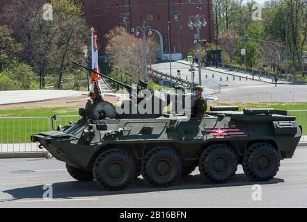 Moskau, Russland - Mai 07, 2017 Gepanzerte Mannschaftswagen BTR-82 Ein während der Generalprobe des militärischen Parade zum Tag des Sieges in Moskau. - Stockfoto
