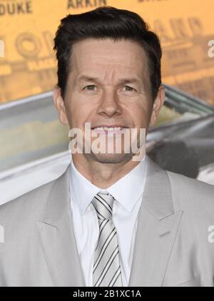 Los Angeles, USA. Februar 2020. Mark Wahlberg trifft am Donnerstag, den 27. Februar 2020, im Regency Village Theatre in Westwood, CA, auf der vertraulichen Premiere von Netflix EIN. (Foto Von Sthanlee B. Mirador/Sipa USA) Kredit: SIPA USA/Alamy Live News - Stockfoto