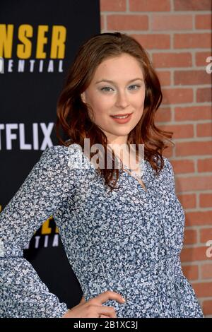 Los Angeles, USA. Februar 2020. Los ANGELES, CA: 27, 2020: Mina Sundwall bei der Weltpremiere von 'Spenser Confidential' im Regency Village Theatre. Bildnachweis: Paul Smith/Alamy Live News - Stockfoto