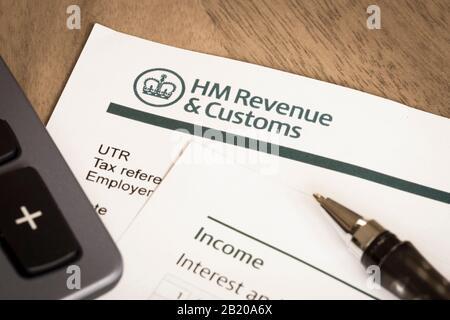 London, Großbritannien - 25. März 2012. HMRC Her Majestys Revenue and Customs Income Tax Return Form, Großbritannien - Stockfoto