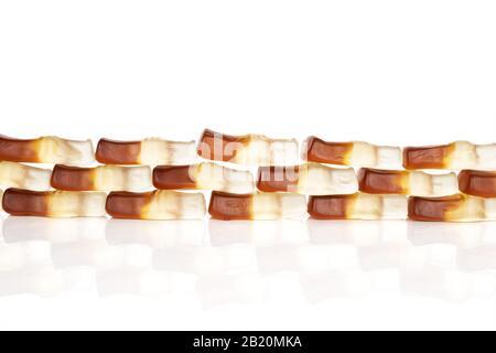 Viele ganze süße Gelee Cola isoliert auf weißem Hintergrund - Stockfoto
