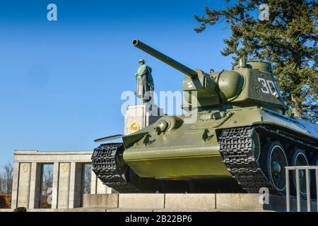 Sowjetisches Ehrenmal, Straße des 17. Juni, Tiergarten, Berlin, Deutschland - Stockfoto