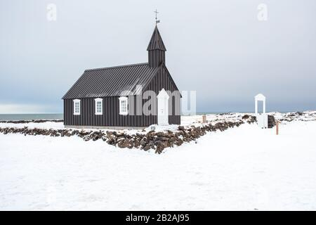 Budir Kirche, Snaefellsnes Island, Europa im Winter - Stockfoto