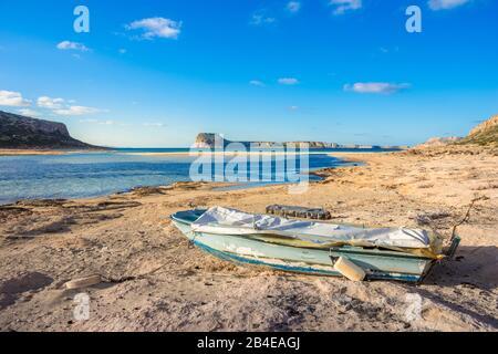 Tolle Aussicht auf die Lagune von Balos mit magischen türkisfarbene Wasser, Lagunen, tropische Strände mit weißem Sand und Insel Gramvousa auf Kreta, Griechenland - Stockfoto