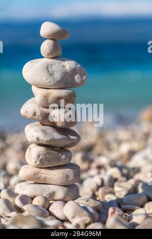 Kieselstein am Strand in Potovošće, Vbrnik, Insel Krk, Kvarner Bucht, Primorje-Gorski Kotar, Kroatien - Stockfoto