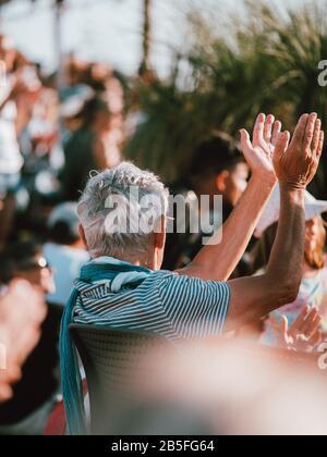 Ein klatschende Publikum in Fremantle nach einer Musikaufführung in Australien