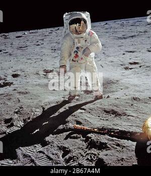 Buzz ALDRIN amerikanischer Astronaut Im Meer Der Ruhe des Mondes, 20. Juli 1969, fotografiert von Neil Armstrong, der sich im Helm von Aldrin widerspiegelt. Foto: NASA.